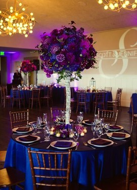 свадьба в цвете фуксия, синий цвет с свадебном декоре
