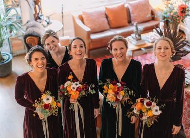 Снова в моде: бархатные платья для подружек невесты