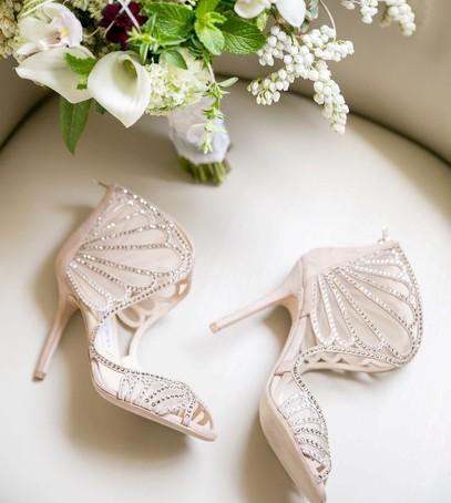 свадебные туфли, обувь на свадьбу, босоножки, стразы, белая обувь, туфли невесты