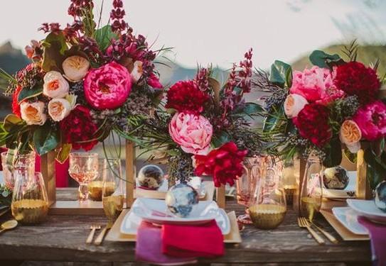 свадьба в цвете фуксия, оформление стола