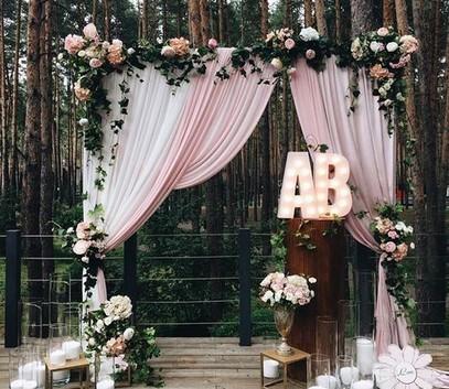 свадьба в лесу, фотозона на свадьбу,выездная церемония