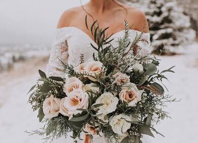 Зимний букет невесты: всё, что нужно знать