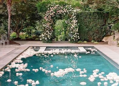 Альтернатива морю – свадьба у бассейна!