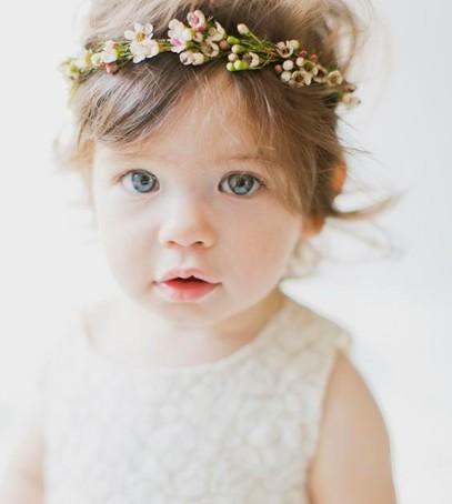 девочка в венке, малышка с цветами в волосах