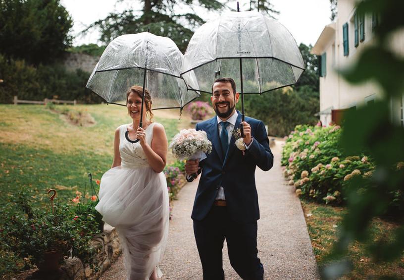 свадьба, дождь на свадьбу, жених и невеста,