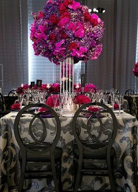 свадьба в цвете фуксия, декор свадебного стола