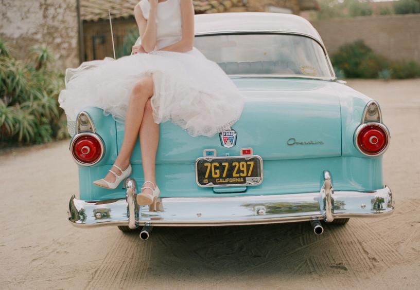 Невеста на машине