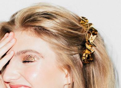 Шпильки, ободок, тиара? Выбираем свадебные украшения для волос