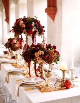 оформление свадьбы цветами в бордовом цвете