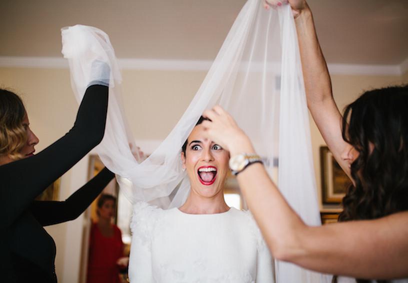 фата, невеста, утро невесты, сборы на свадьбу, подружки невесты помогают одеться, как погладить фату, свадьба