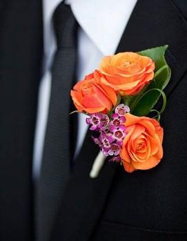жених на свадьбе в оранжевом цвете