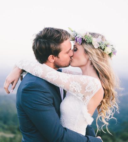 молодожёны, жених и невеста, поцелуй молодожёнок