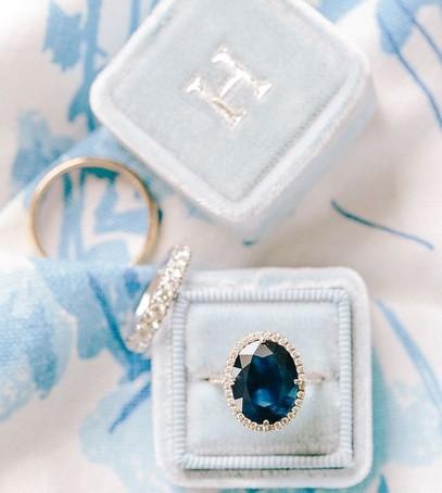 Обручальное кольцо с сапфиром