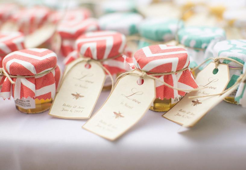 мёд в маленьких баночках, подарки для гостей на свадьбу, свадебные презенты для гостей
