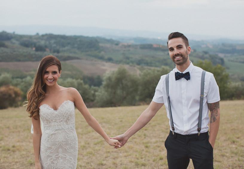 жених и невеста, жених без пиджака, бабочка, подтяжки
