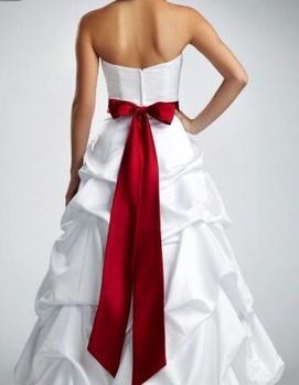свадьба в бордовом цвете, платье невесты