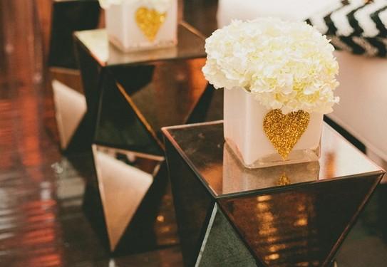 Чёрно-золотая свадьба декор
