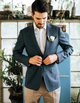 жених синий пиджак