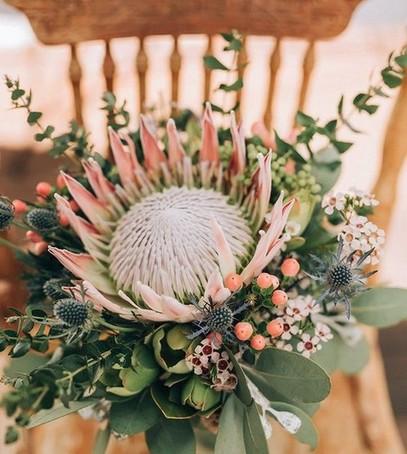 свадебный букет 2019, букет невесты 2019, невеста с букетом