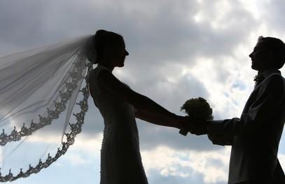 жених и невеста, свадьба на природе