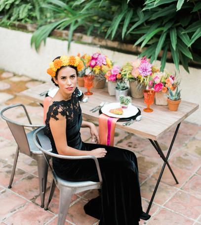 чёрное свадебное платье, свадебное платье русалка, невеста в чёрном платье, чёрное бархатное платье на свадьбу, тропическая свадьба, необычное свадебное платье