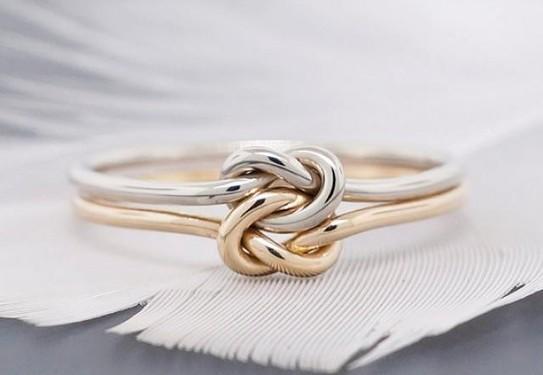 Обручальное кольцо узелок