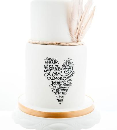 торт с каллиграфией, свадебный торт, белый торт,