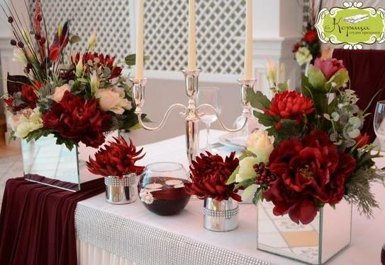свадьба в бордовом цвете, декор свадебного стола в бордовом цвете
