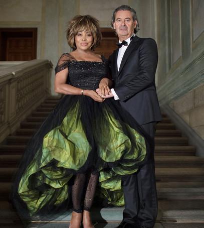 свадьба тины тернер, невеста в чёрном, звездная невеста, необычное свадебное платье