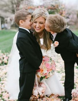 невеста, свадьба в кругу семьи