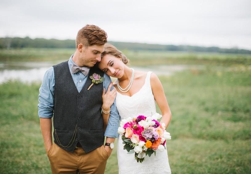 свадебное фото, жених и невеста, жених без костюма