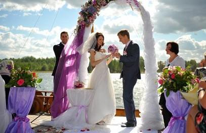 свадебная церемония на природе, свадьба у реки