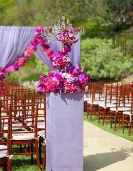 свадьба в цвете фуксия, декор выездной церемонии