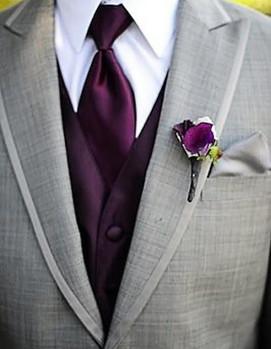 свадьба в цвете фуксия, фиолетовые элементы костюма жениха