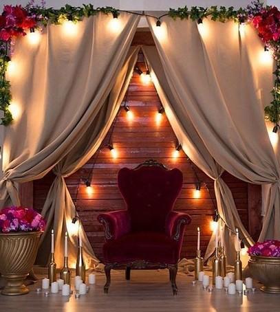 лампочки, огоньки,кресло, фотозона, свадеьный декор, оформление фотозоны тканями