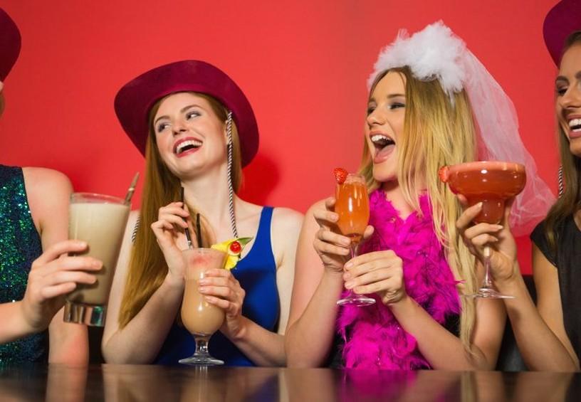 девичник, развлечение с подружками, вечеринка перед свадьбой с коктейлями, подружки невесты с коктейлями,