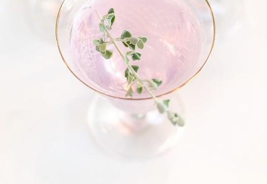 розовые напитки на свадьбе