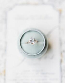 кольца обручальные помолвочные разница