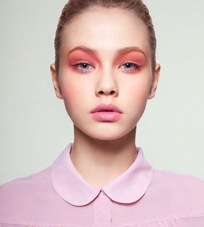Розовые макияж