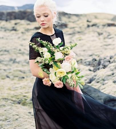 чёрное свадебное платье, невеста, невеста с букетом, чёрное платье на свадьбу, чёрная свадьба