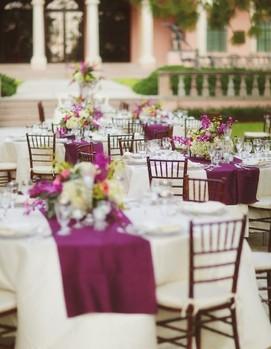 свадьба в цвете фуксия, оформление банкета в фиалковом цвете