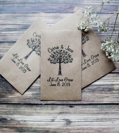 свадебный декор, комплименты гостям на свадьбу, именные бумажные пакеты, инициалы молодожёнов