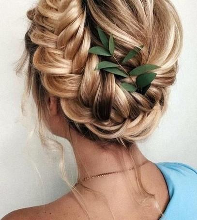невеста с косами