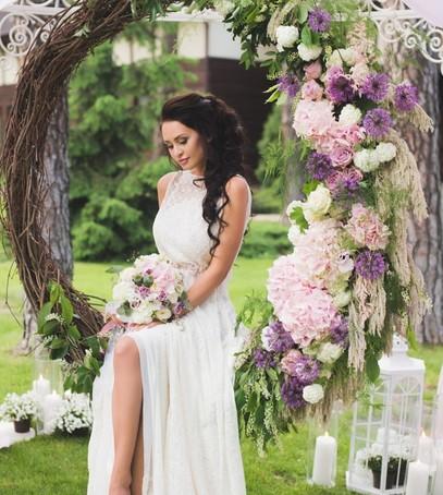 фотозона на свадьбе, цветы в оформлении свадьбы, свадебная фотосессия