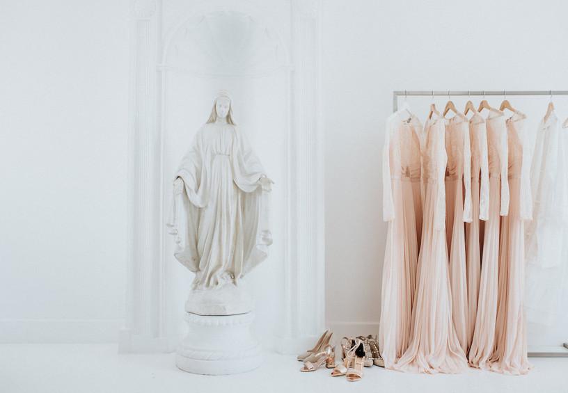 красивое фото свадебных сборов, платья подружек невесты, туфли подружек невесты, летняя свадьаб