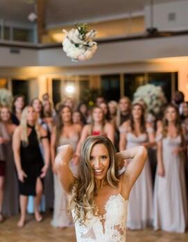 свадьба бросание букета