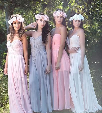 розовый кварц и серенити в свадебном декоре, подружки невесты в розово-голубых платьях