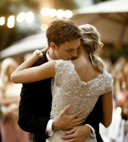 первый танец молодожёнов, свадебный танец, первый танец молодых, жених и невеста танцуют