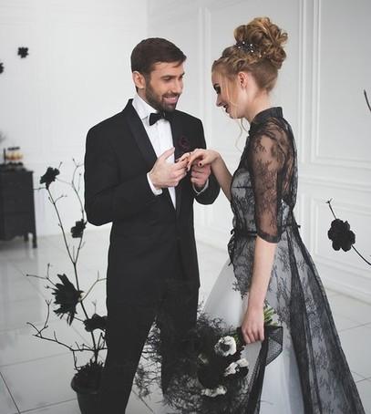 свадебная мода 2018, чёрно-белое свадебное платье, невеста и жених, свадьба