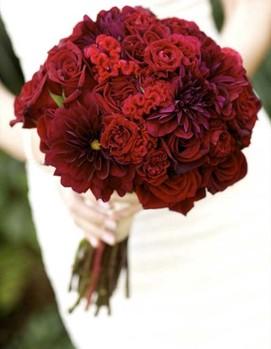 букет невесты в бордовом цвете